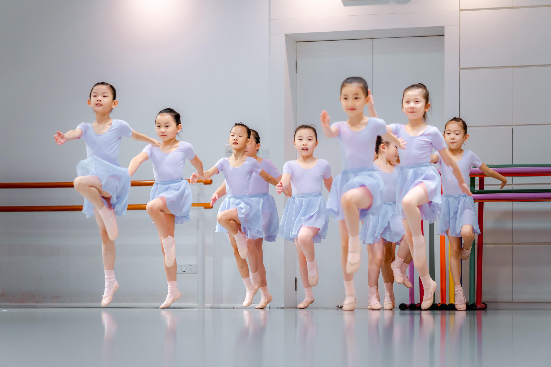 深圳丹健芭蕾机构 深圳街舞培训班多少钱
